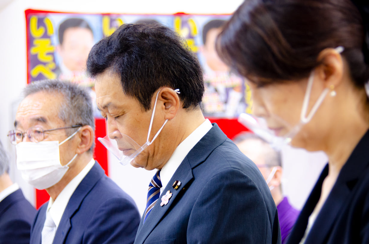 務所の開所式(神事)を行いました。<br /> 内田市長、青山衆議院議員、中根県議、新海県議にお越しいただき<br /> お祝いと激励のお言葉をいただきました。<br /> 今日よりも明日。少しでも幸せと感じられる岡崎の未来を目指して<br /> 「ひと・まち・未来をつくる」をスローガンに掲げ活動して参ります!!<br /> 岡崎の未来を考える会 新事務所<br /> 岡崎市本町通3-16 ヒラノビル1F<br /> #岡崎市議会議員 #いそべ亮次 #磯部亮次 #begoodokazaki #岡崎の未来を考える会 #ひとにまちに未来に灯す #ひとまち未来をつくる #岡崎市 #連尺学区 #三島学区 #竜美丘学区 #根石学区 #梅園学区 #いそべ亮次 #磯部亮次 #岡崎の未来を考える会 #岡﨑市議会議員